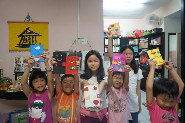 小孩们开心的笑脸就证明好好玩!